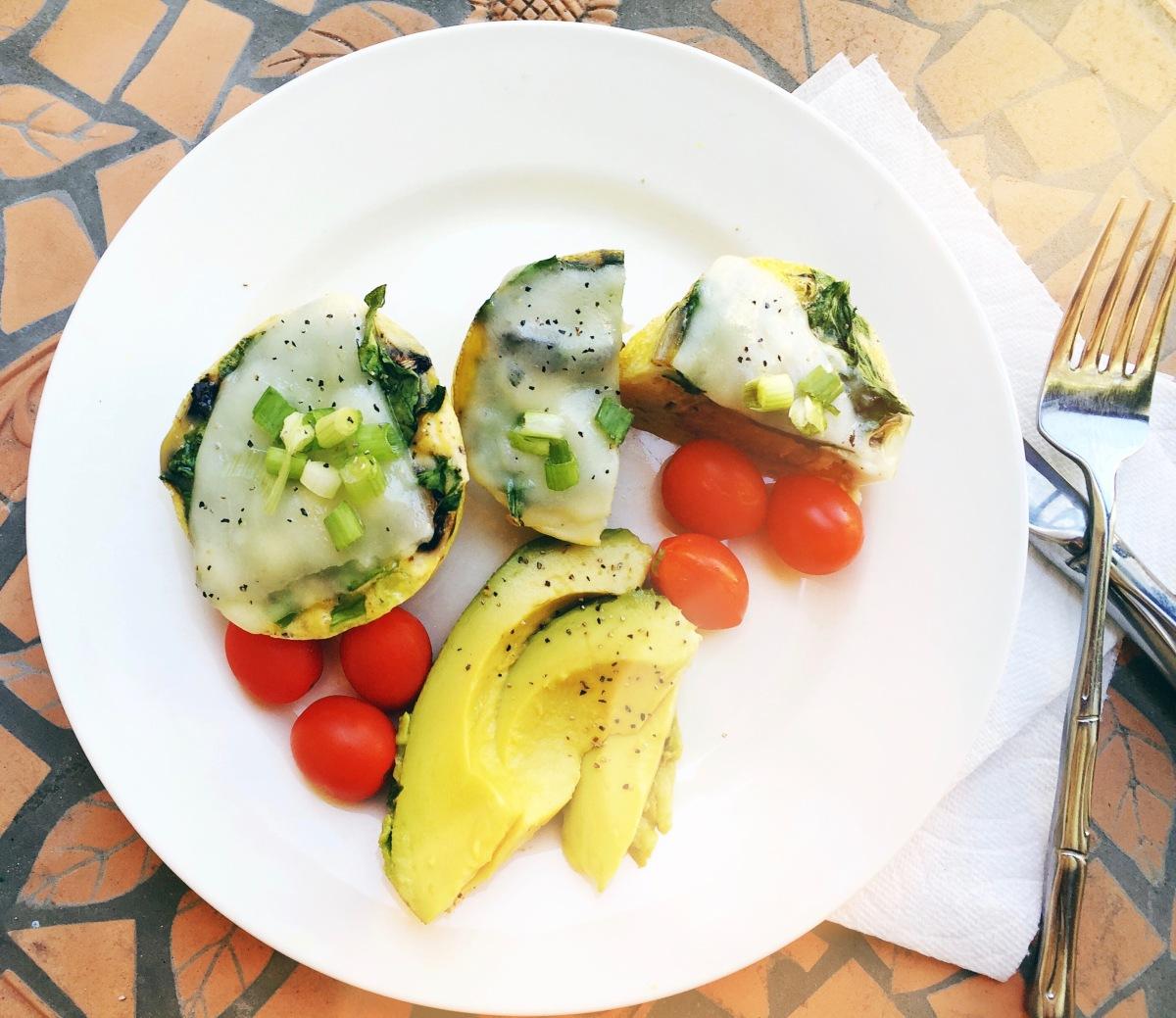 Recipe: Breakfast Protein Bites/Mini Veggie Omelettes. www.tracingabby.com